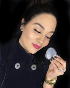 The Silisponge, the only makeup sponge you'll need, hygienic, practical, perfect for all makeup artist. Shaq's Silisponge.